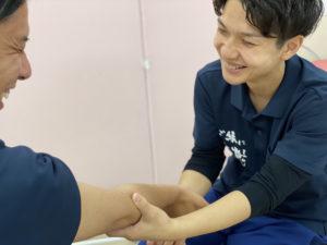 運動指導やストレッチなど、患者様と一緒に治療を進めていきます。